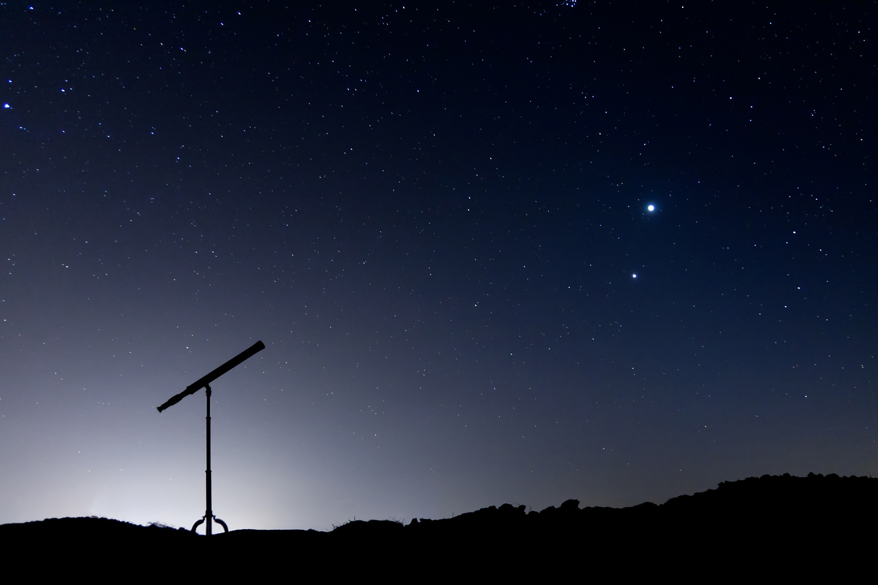 photodune-2932113-night-shot-with-a-silhouette-of-a-telescope-m copy